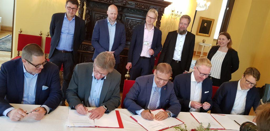 Tampereen Ratikan liikennöintisopimuksen allekirjoitustilaisuus Raatihuoneella 26062019