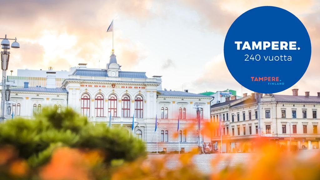 Tampereen Raatihuone syksyllä