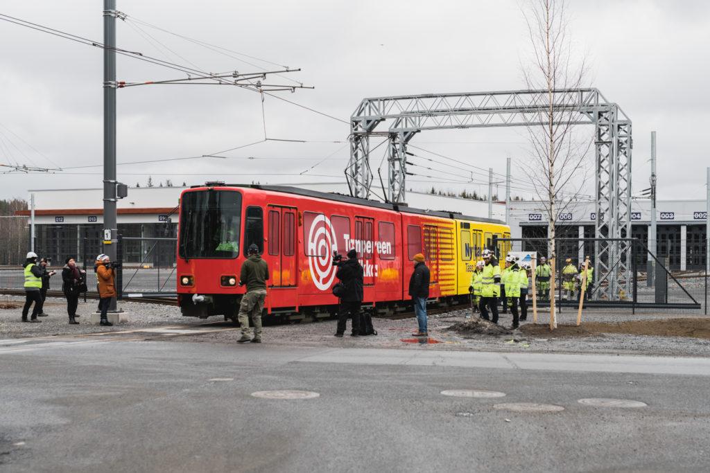 Tampereen Ratikan testivaunun ensimmäinen koeajo katuverkolla