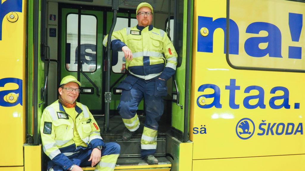 Skodan huoltoasentajia Tampereen testiratikassa